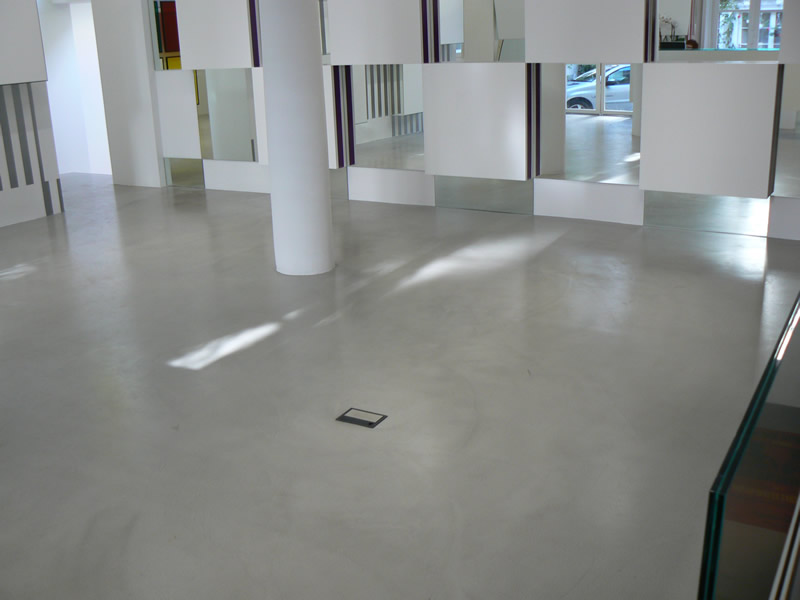 Commercial floors - Light Grey Self-leveling overlay.