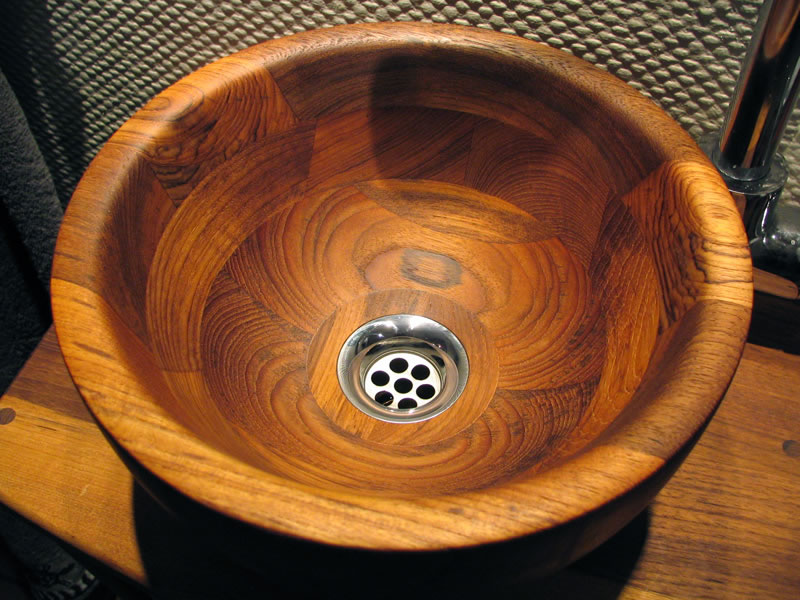 Wood and concrete - Wooden basin